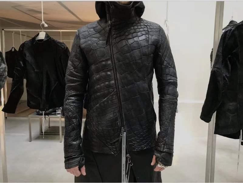 Классическая куртка-косуха из аллигатора от дизайнера Isaak Sellam