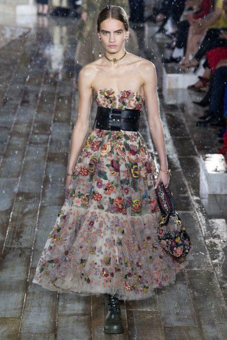 Круизный показ Dior. восхитительные летящие юбки