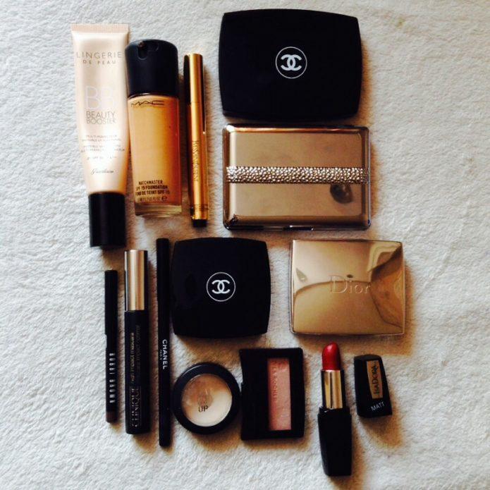 """Декоративная косметика""""Dior"""" и """"Chanel""""-необходимые атрибуты в отпуске"""